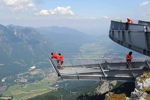 Astonishing Viewing Platforms and Skywalks