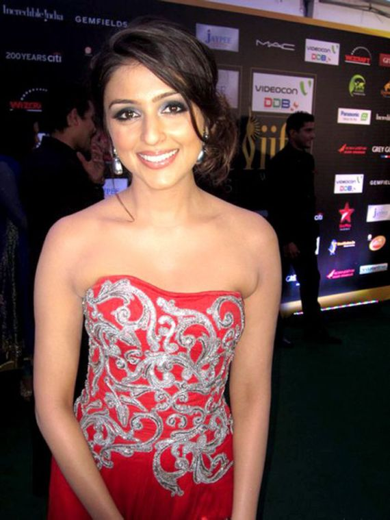 Gorgeous Aarti Chabria Photo Gallery