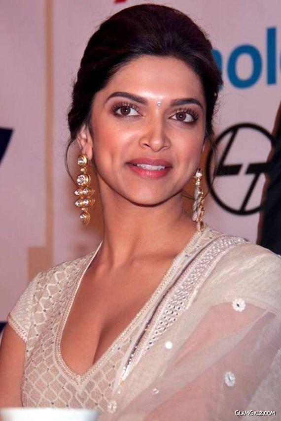 Gorgeous Deepika Padukone At PAG Awards