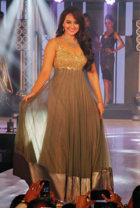 Sonakshi Sinha On Ramp At Bullion And Jewellery Event