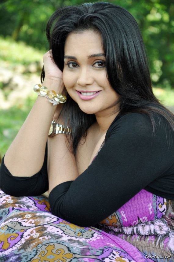 Sri Lankan Actress Gayathri Dias