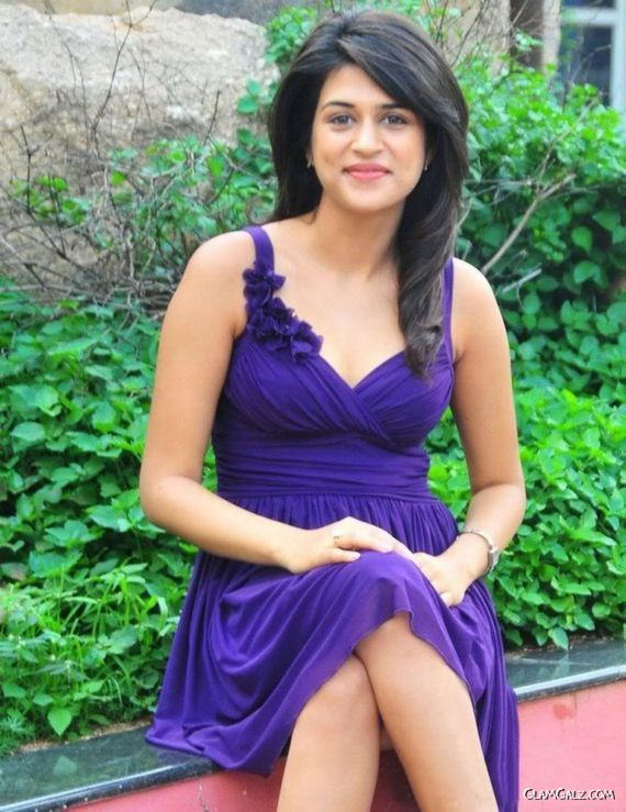 Beautiful Shraddha Das Sizzles In Blue