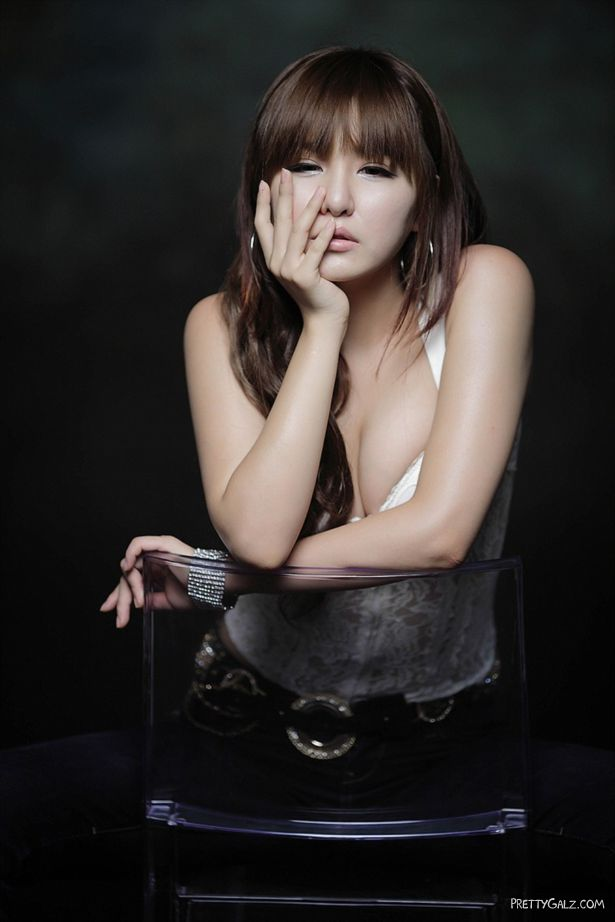 Awesome Ryu Ji Hye Photoshoot